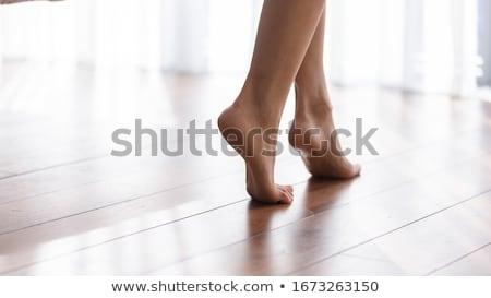 Bella a piedi nudi donna seduta sedia lettura Foto d'archivio © acidgrey
