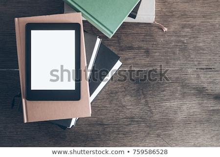 電子ブック 読者 木材 デスク 表示 先頭 ストックフォト © magraphics