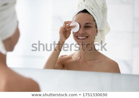 Bonne recherche jeunes Homme serviette peau Photo stock © wavebreak_media