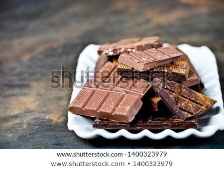 Csokoládé szelet darabok halom fahéj por törött Stock fotó © marylooo
