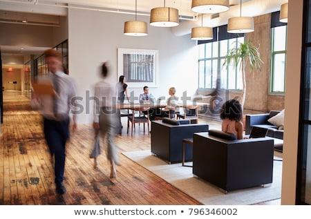 Moderne kantoren rij lang Windows kantoorgebouw Stockfoto © Artlover