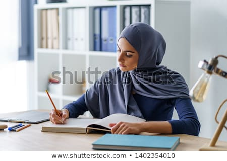 Arab werk kantoor glimlach vrouwen laptop Stockfoto © toyotoyo