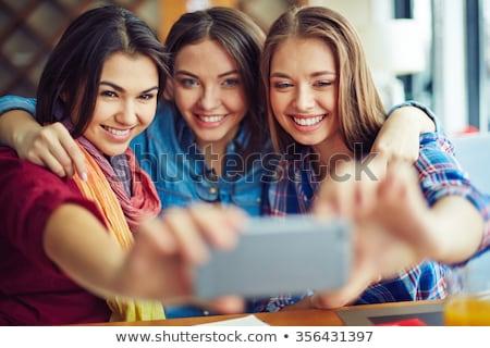 Grup fericit tineri afectuos prietenii Imagine de stoc © pressmaster