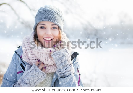 Neige heureux femme regarder fond Photo stock © mirc3a