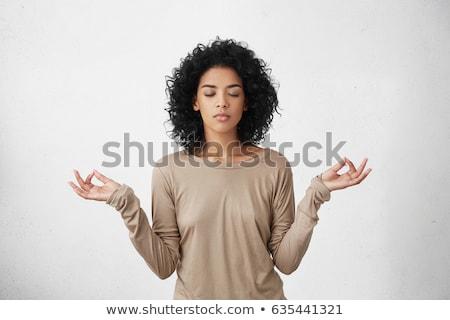 rezando · aislado · atractivo · pie · rojo - foto stock © dacasdo