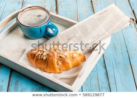 Déjeuner journal table café jus d'orange croissant Photo stock © Tagore75