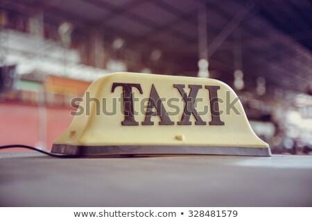 Taksi taksi araba çatı imzalamak çift Stok fotoğraf © stevanovicigor