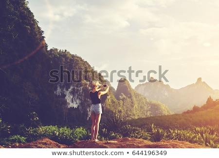 Lány elvesz fotók naplemente fiatal nő gyönyörű Stock fotó © NeonShot