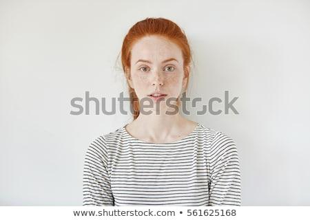 boldog · gyönyörű · figyelmes · vörös · hajú · nő · fiatal · nő · áll - stock fotó © deandrobot