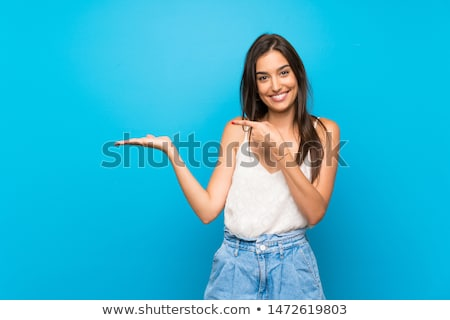 surpreendido · mulher · produto · abrir · mão - foto stock © artfotodima
