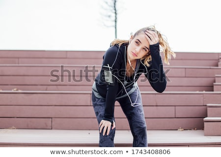 belo · mulher · jovem · fones · de · ouvido · isolado · sorridente · jovem - foto stock © Lupen