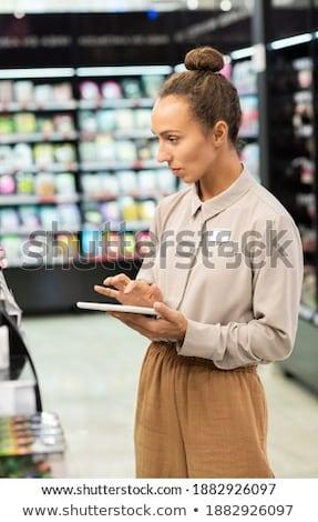 Jeunes élégante femme d'affaires touchpad permanent caméra Photo stock © pressmaster