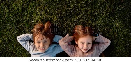 glimlachende · vrouw · haren · vriendje · slapen · gelukkig · vrouw - stockfoto © photography33