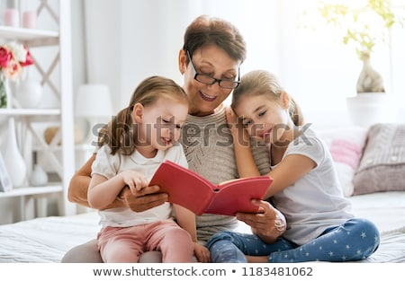 grand-mère · petite · fille · lecture · souriant · femme · famille - photo stock © is2