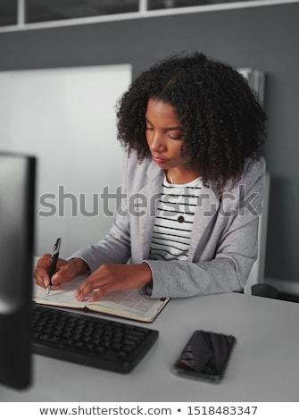 Vrouw schrijven agenda kantoor computer meisje Stockfoto © Minervastock
