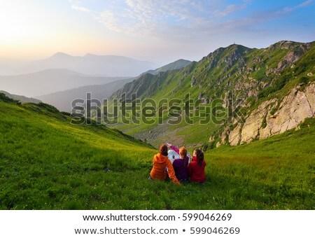 Uzun yürüyüşe çıkan kimse kaya uçurum kadın içme suyu yürüyüş Stok fotoğraf © lovleah