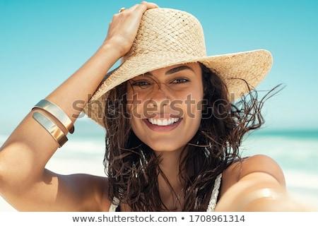 mulher · vestido · branco · beira-mar · as · mãos · levantadas · caminhada · azul - foto stock © simply
