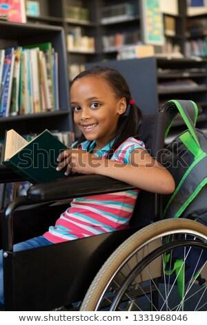 Front widoku cute niepełnosprawnych uczennica czytania Zdjęcia stock © wavebreak_media