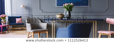 Trandafir aur masa scaune patru alb Imagine de stoc © magraphics