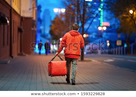 erős · férfi · fiatal · vállalkozó · áll · izolált - stock fotó © fuzzbones0