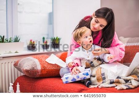 Mãe filho cama vírus infecção olhando Foto stock © Kzenon