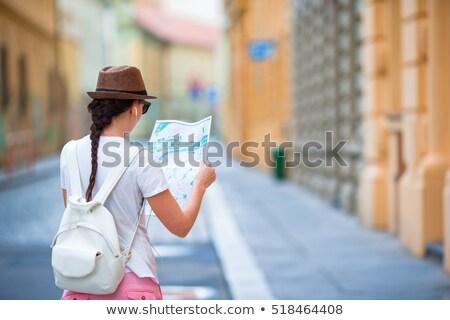 portret · młodych · pretty · woman · patrząc · kamery · Pokaż - zdjęcia stock © HASLOO