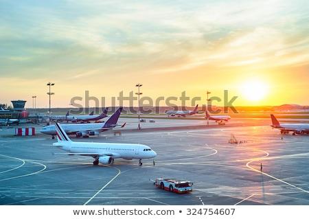 silhueta · avião · voador · cidade · crepúsculo · tecnologia - foto stock © vlad_star