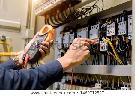 Mãos elétrico cabos cozinha verde Foto stock © wavebreak_media