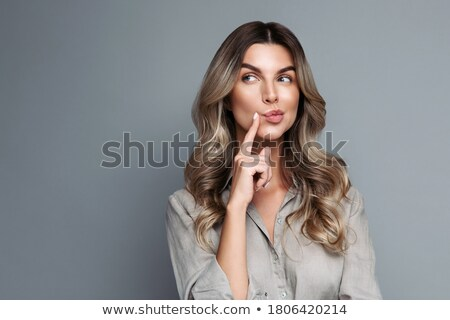 figyelmes · vállalkozó · másfelé · néz · iroda · számítógép · nő - stock fotó © wavebreak_media