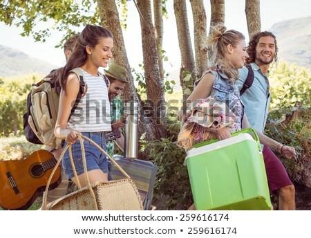 Fiatal barátok sétál táborhely zenei fesztivál boldog Stock fotó © wavebreak_media