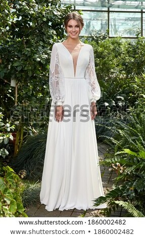 Bruiloft stijl verloofde brunette witte jurk portret Stockfoto © gromovataya