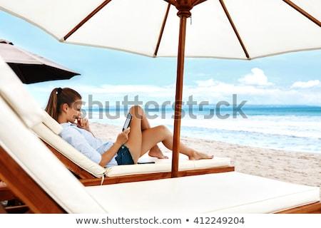 Photo stock: Femme · plage · soleil · tente · regarder · mer