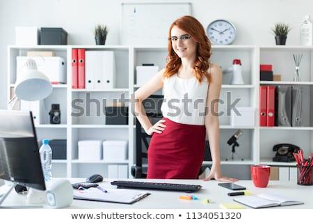 Belle jeune fille bureau permanent table marqueur Photo stock © Traimak