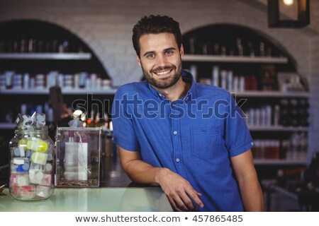 Knap haren stilist glimlachend camera kapsalon Stockfoto © wavebreak_media