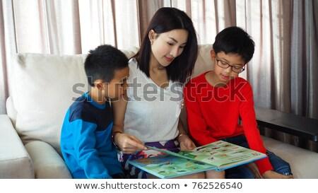 Iki çocuklar okuma İngilizce kitaplar örnek Stok fotoğraf © colematt