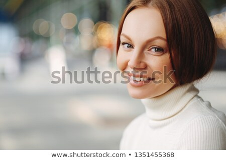 Shot aangenaam naar vrouw make-up Stockfoto © vkstudio