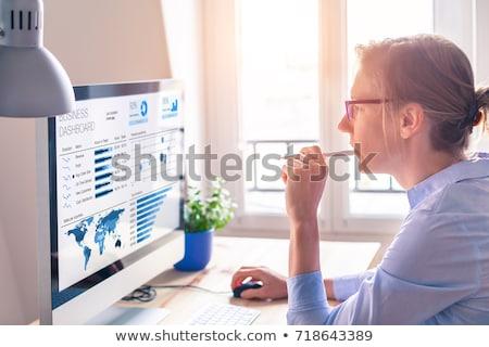 Analityk kobiet patrząc danych ekranie komputera działalności Zdjęcia stock © AndreyPopov