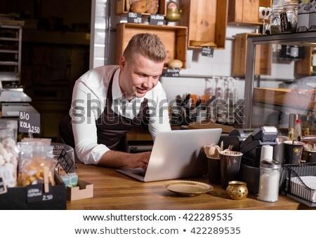 Pincér pincérnő laptopot használ pult étterem számítógép Stock fotó © wavebreak_media