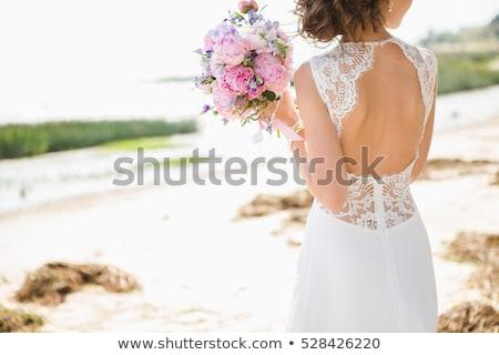 Gyönyörű barna hajú nő menyasszony rózsaszín esküvői csokor Stock fotó © artfotodima