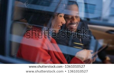Felice uomo donna equitazione taxi indietro Foto d'archivio © dolgachov