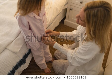 kettő · lányok · egy · visel · tiara · lány - stock fotó © wavebreak_media