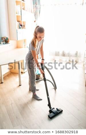 Genç kız temizlik oda elektrikli süpürge yardım Stok fotoğraf © Len44ik