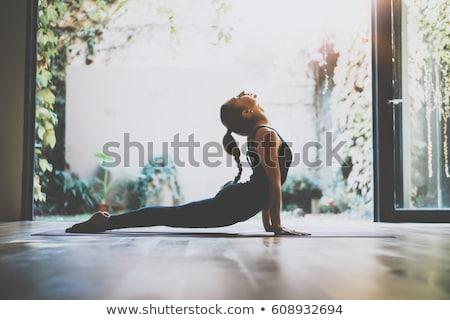 flessibile · giovani · yoga · ragazza · ritratto · rosa - foto d'archivio © lithian