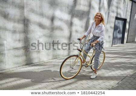 bicicleta · equitación · real · rápido · manos - foto stock © lightpoet