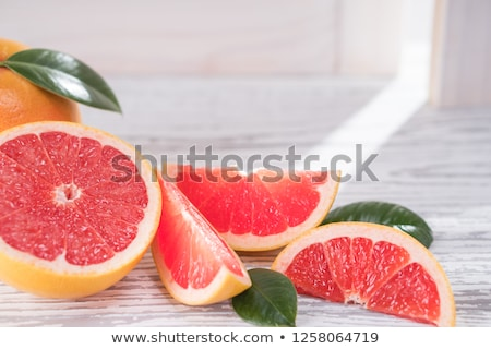 rebanadas · frescos · rojo · pomelo · tabla · de · cortar · alimentos - foto stock © Digifoodstock