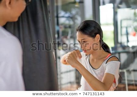 Jovem forte esportes senhora boxeador em pé Foto stock © deandrobot