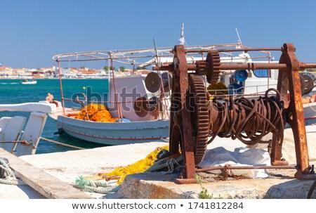 Zdjęcia stock: Rusty And Colorful Winch