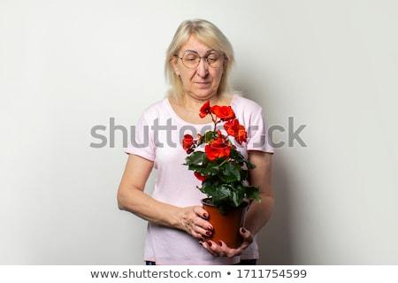 Femme permanent croissance extérieur Photo stock © IS2