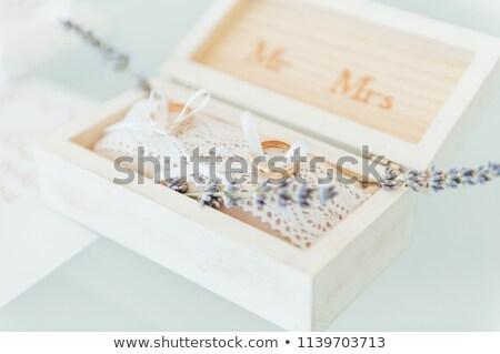 Stock foto: Seitenansicht · erschossen · zwei · Gold · Trauringe · Blumen