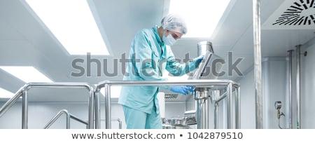 farmaceutisch · fabriek · man · werknemer · kleding · werken - stockfoto © traimak